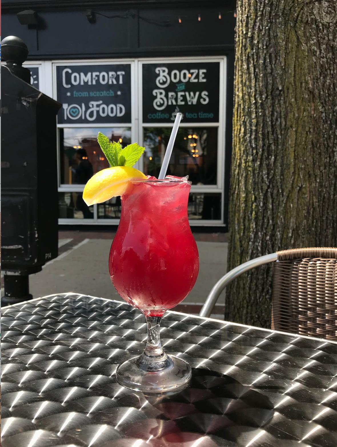 Summertime at Diz's Cafe Downtown Manchester NH
